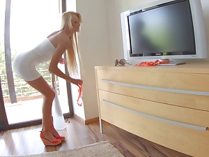 Smarting legged blondie Ivana Make more attractive posing