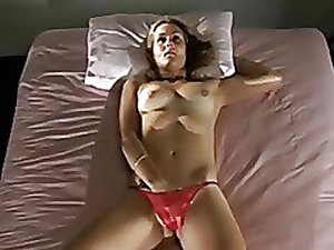 Girl masturbates, not knowing she was filmed
