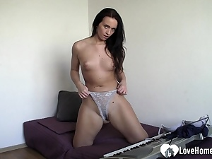 Magnificent brown-haired chick thumbs her edible vulva