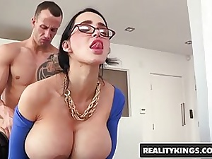 Amy Anderssen is anxiously riding a rock rock-hard pipe and wailing because it senses so fine
